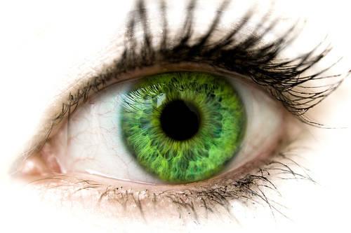 Oculolinctus: leccare l'occhio è il nuovo fetish giapponese