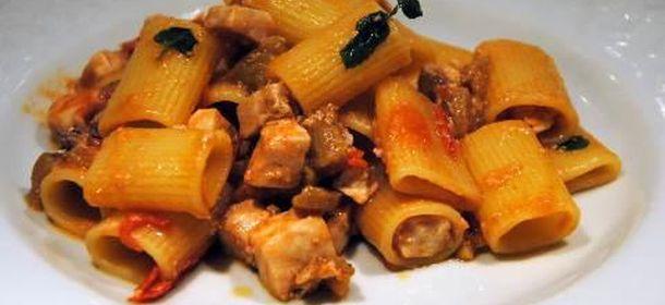 Primi piatti di natale rigatoni con pesce spada e for Cucina primi piatti di pesce