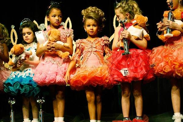 Concorsi di bellezza per bambini: la via del bando