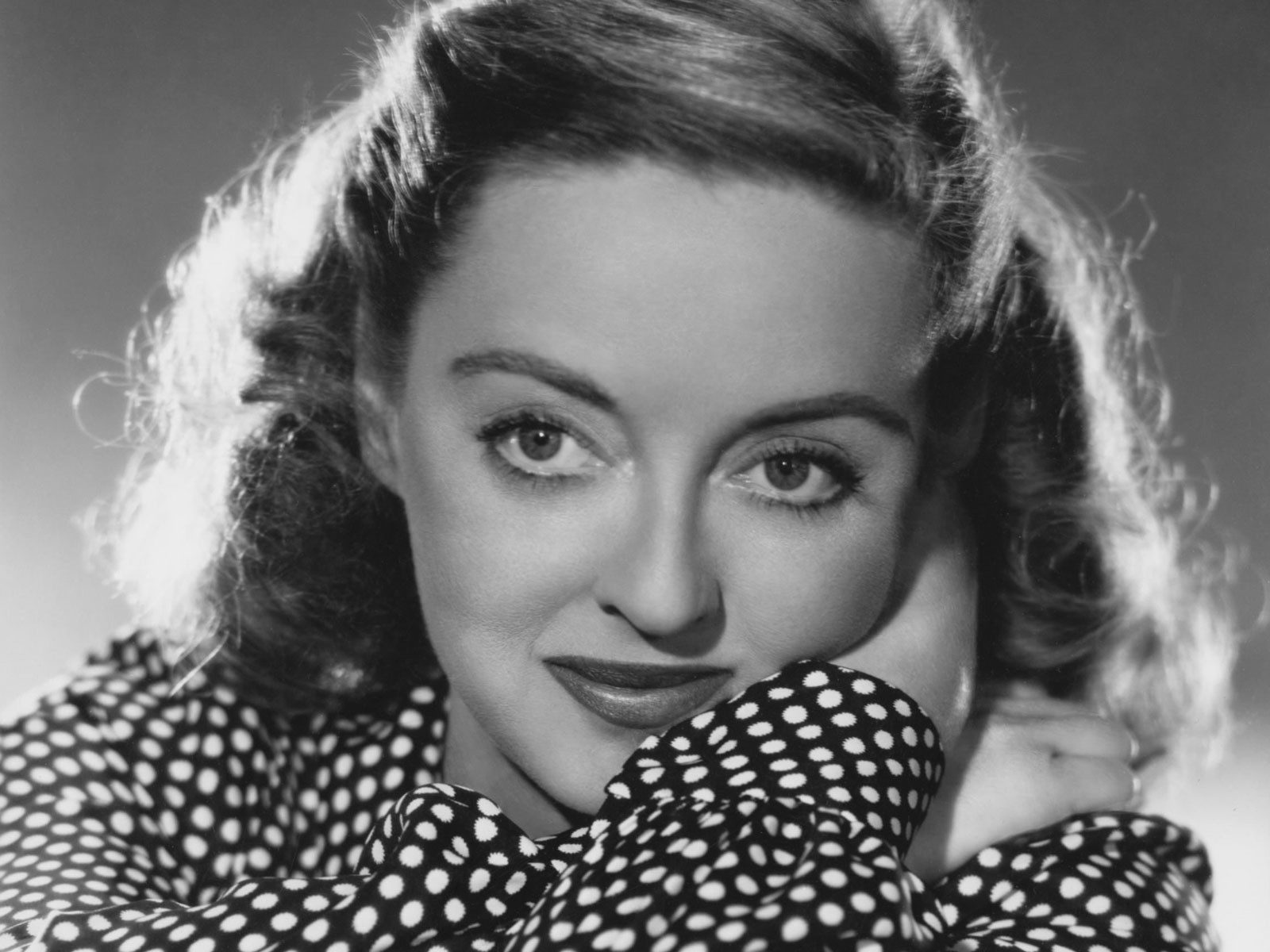 bette davis omaggio a 25 anni dalla morte female world. Black Bedroom Furniture Sets. Home Design Ideas