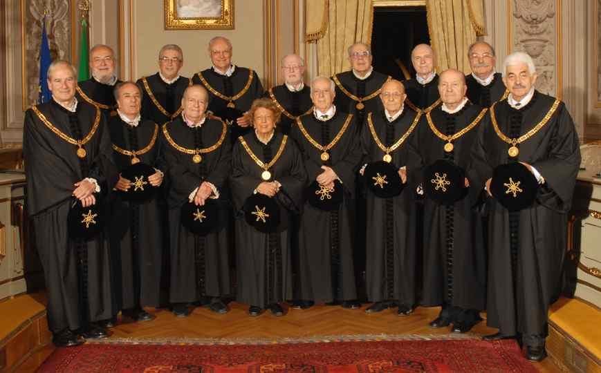 Corte costituzionale il parlamento non sceglie le donne for Donne parlamento italiano
