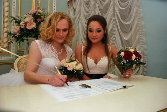 Matrimonio In Rissa : Russia celebrato il primo matrimonio gay female world