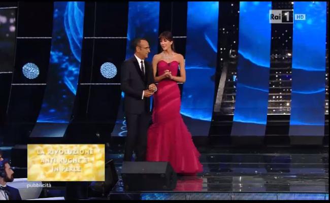Sanremo 2015: Rocio Munoz Morales look ultima serata