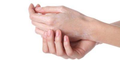 Mani secche e screpolate? prova questi 4 rimedi della nonna!